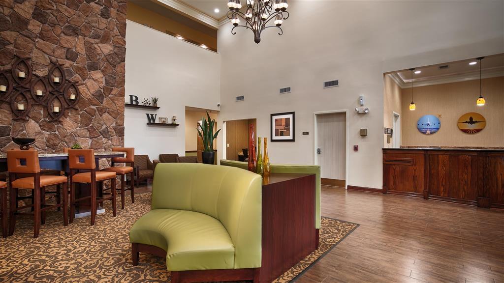Best Western Plus Hobby Airport Inn & Suites - Hall