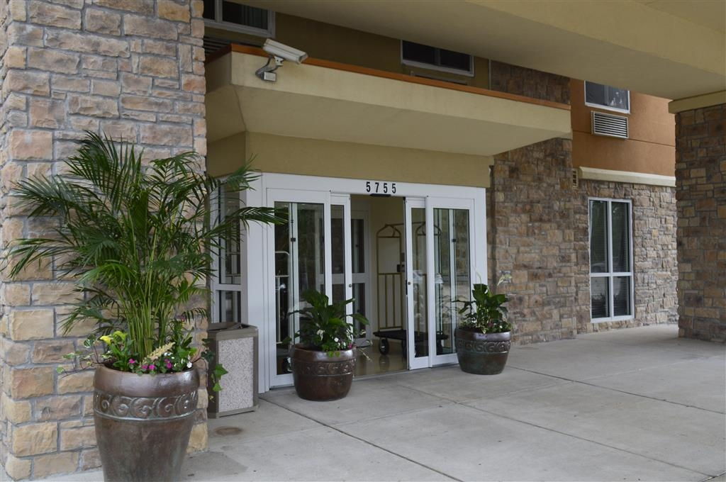Best Western Plus Seabrook Suites - Pull up and make yourself at home at the Best Western Plus Seabrook Suites!