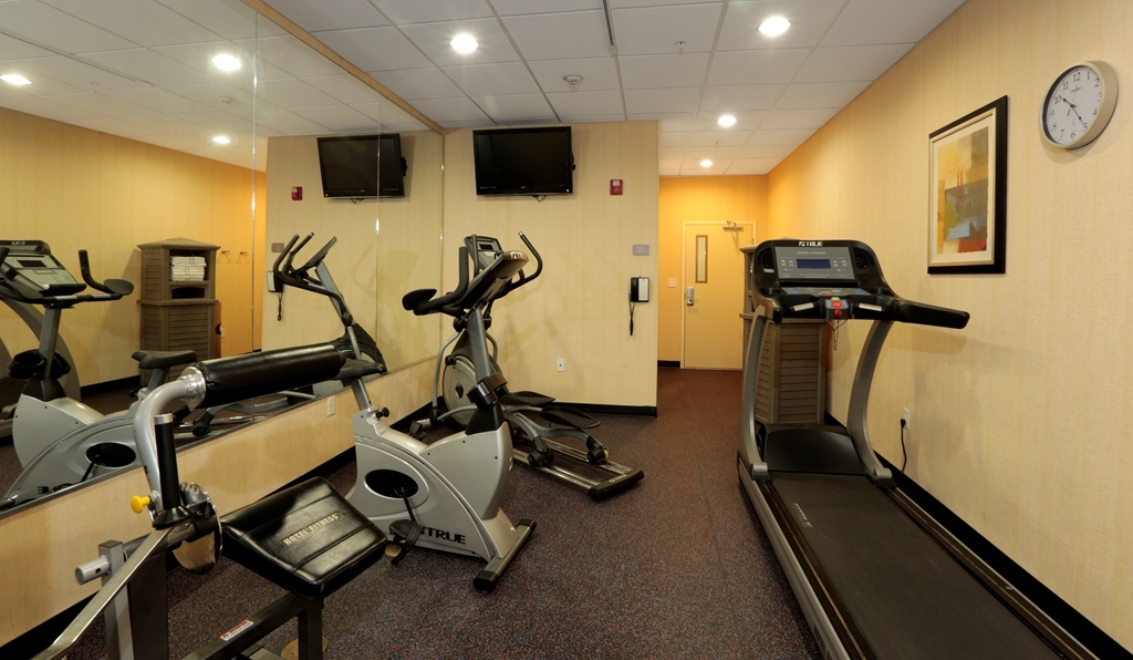 Best Western Plus Seabrook Suites - Our fitness center allows you to keep up with your home routine even when you are not at home.