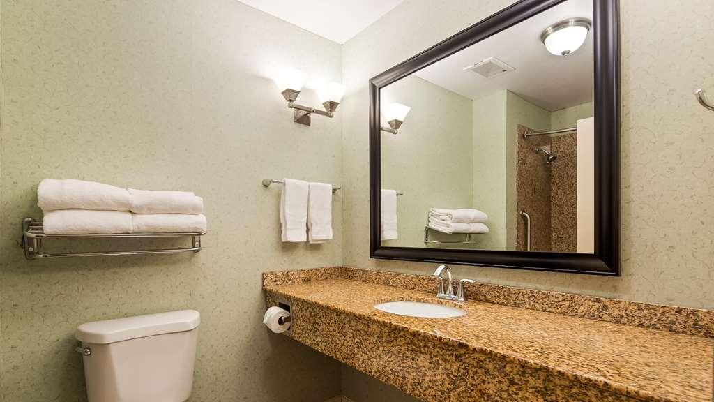 Best Western Plus Seabrook Suites - Guest Bathroom