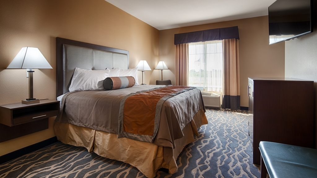 Best Western Plus Fort Stockton Hotel - Enjoy a relaxing night in our spacious king guest rooms with 49-inch LED television, microwave and refrigerator.