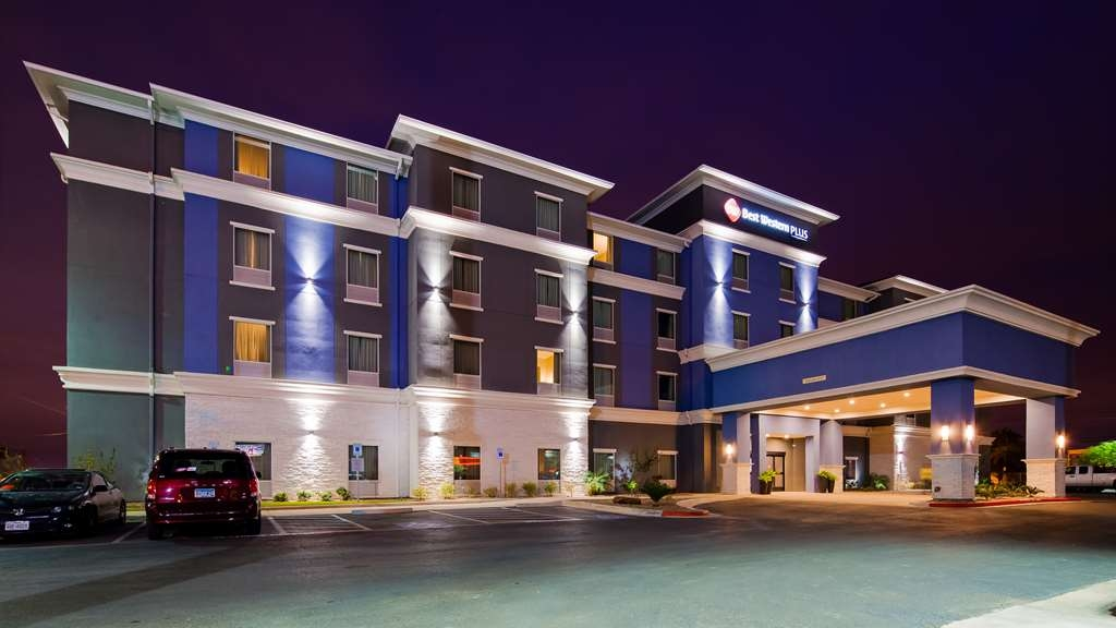 Best Western Plus Laredo Inn & Suites - We are located in Laredo, TX only steps away from the Gateway to the Americas International Bridge.