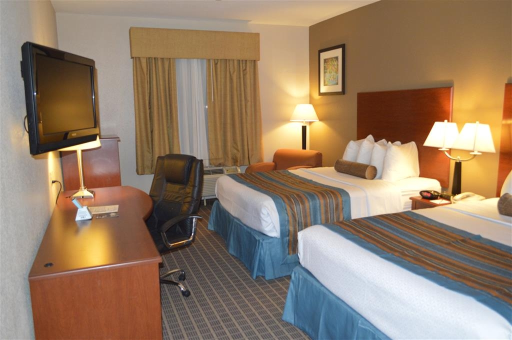 Best Western Orange Inn & Suites - Bring your whole family along and book a two queen guest room.