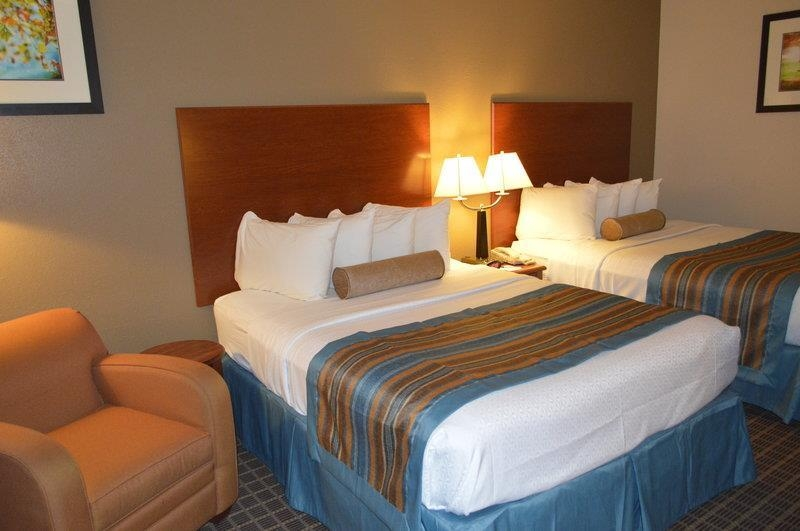 Best Western Orange Inn & Suites - Touring the city with a close friend? Book our convenient two queen guest room.