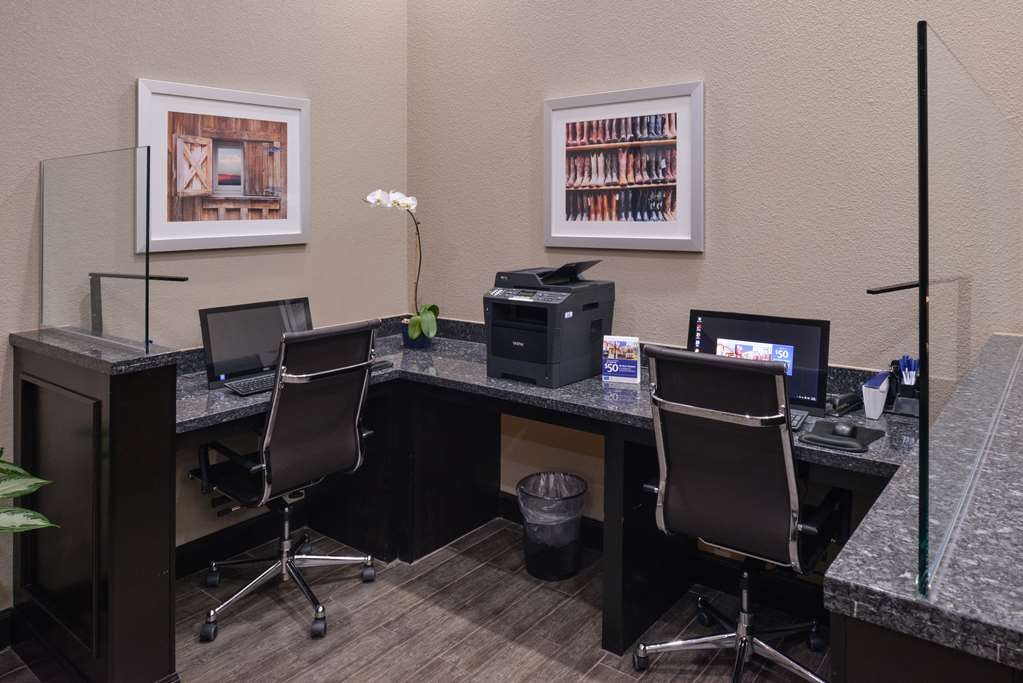 Best Western Plus Lake Jackson Inn & Suites - The lobby business center provides complementary internet access, free printing, copy and fax services at your convenience.