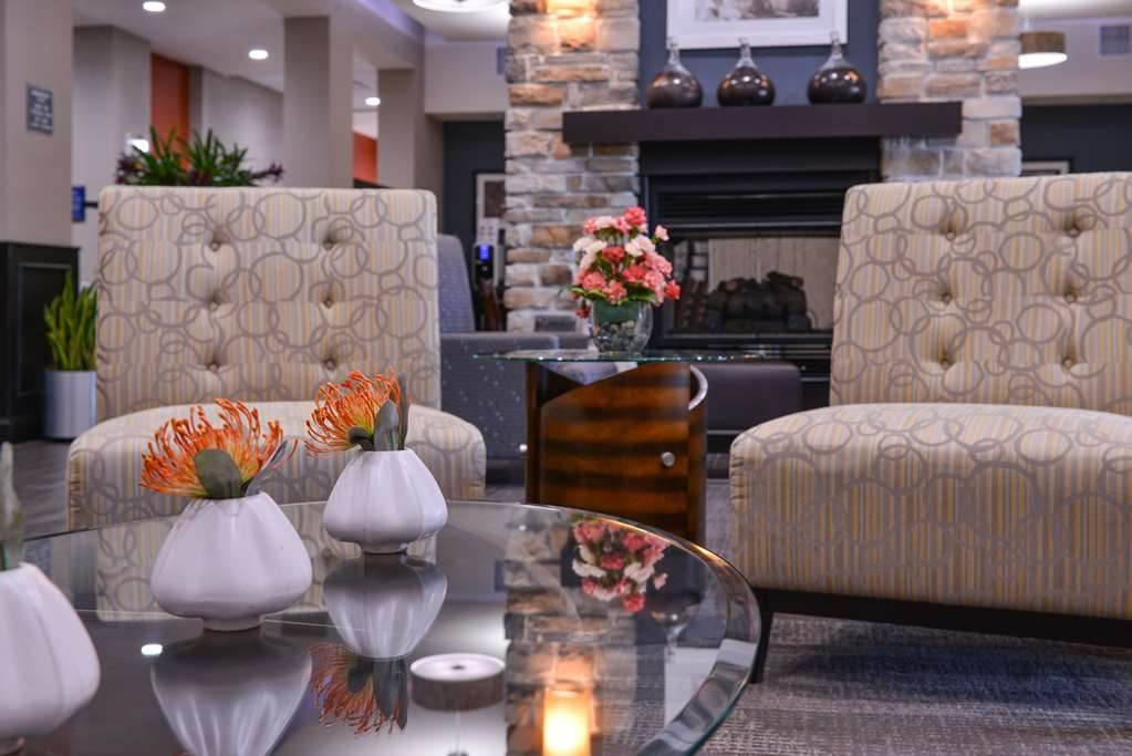 Best Western Plus Lake Jackson Inn & Suites - Vista del vestíbulo