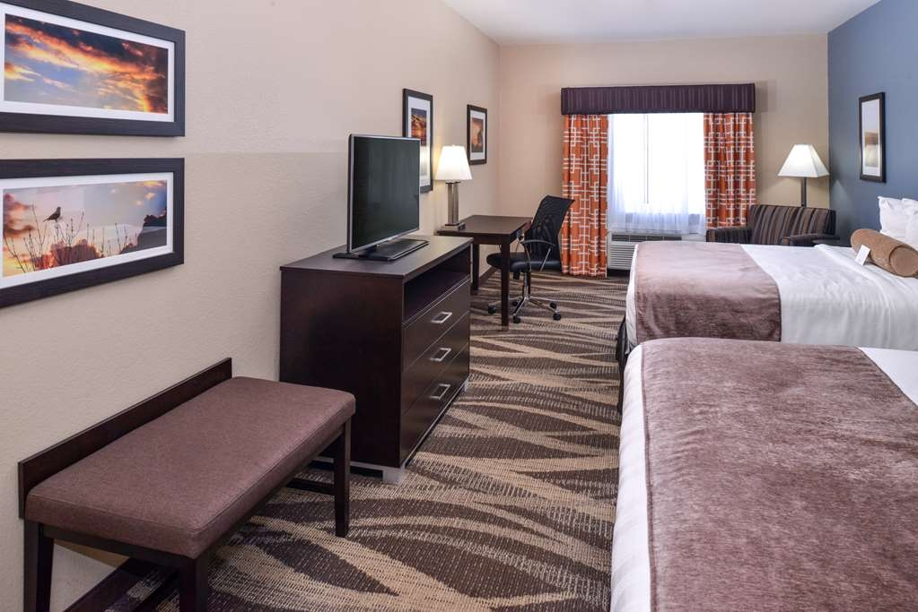 Best Western Plus Lake Jackson Inn & Suites - Our well appointed Double Queen well allow you to relax and enjoy your stay.
