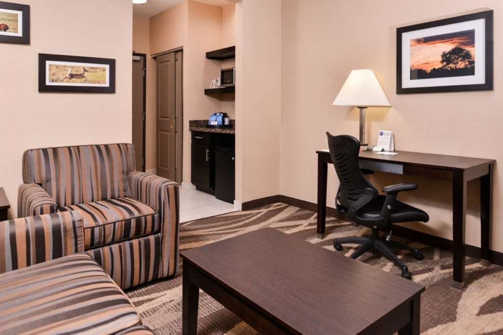 Best Western Plus Lake Jackson Inn & Suites - Suite Sitting Area with desk.