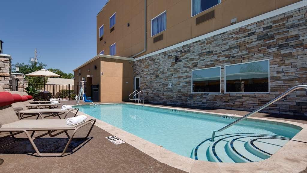 Best Western Plus Lake Jackson Inn & Suites - Vista de la piscina