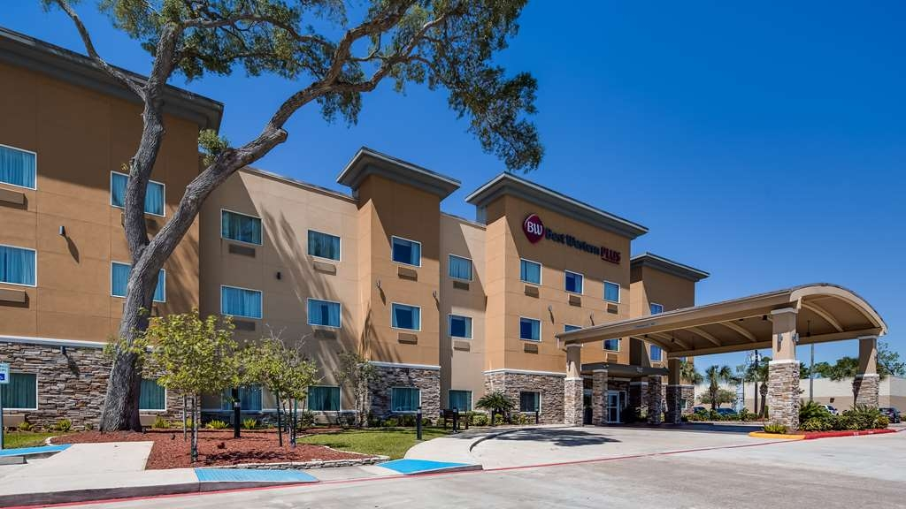 Best Western Plus Lake Jackson Inn & Suites - Façade