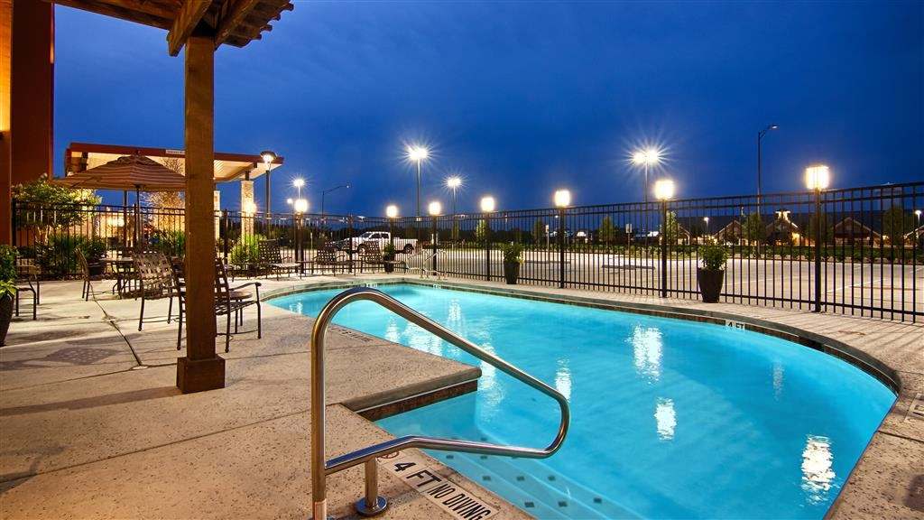 Best Western Plus College Station Inn & Suites - Outdoor Swimming Pool