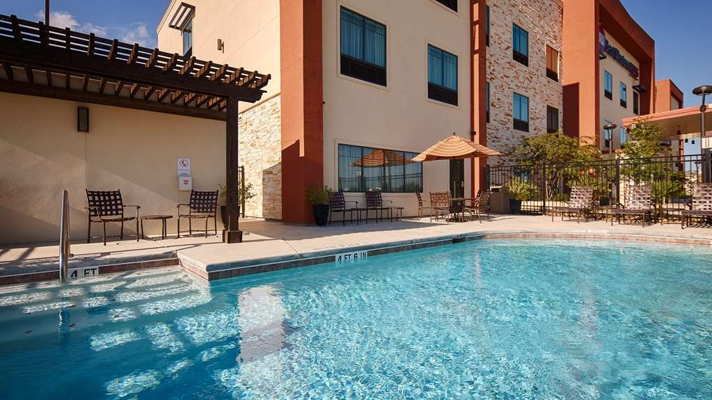 Best Western Plus College Station Inn & Suites - Vista de la piscina
