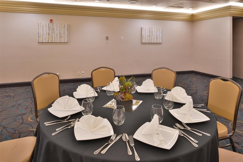Best Western Plus El Paso Airport Hotel & Conference Center - Need to schedule a meeting for business? We have plenty of space available for you and your clients.