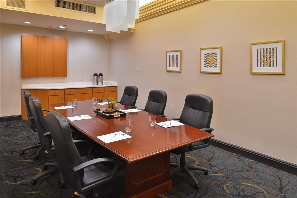 Best Western Plus El Paso Airport Hotel & Conference Center - Our Executive Conference Room is perfect for that last minute business meeting.