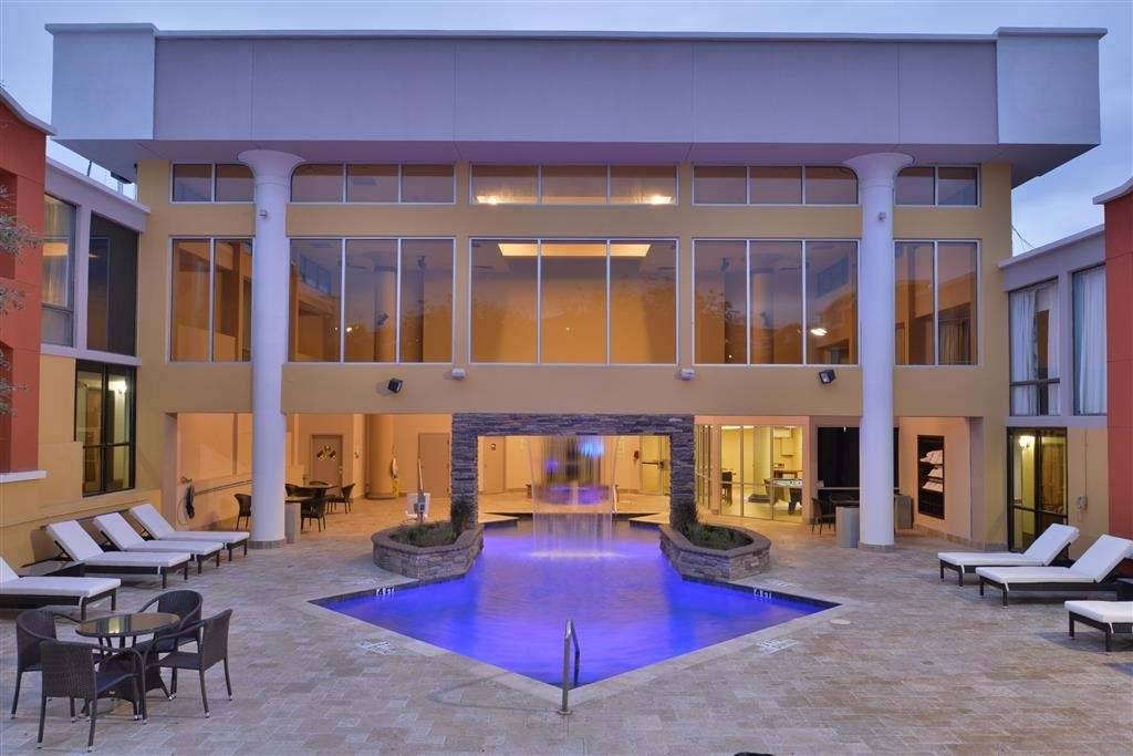 Best Western Plus El Paso Airport Hotel & Conference Center - Plan an afternoon with the family at our beautiful outdoor/indoor, heated swimming pool.