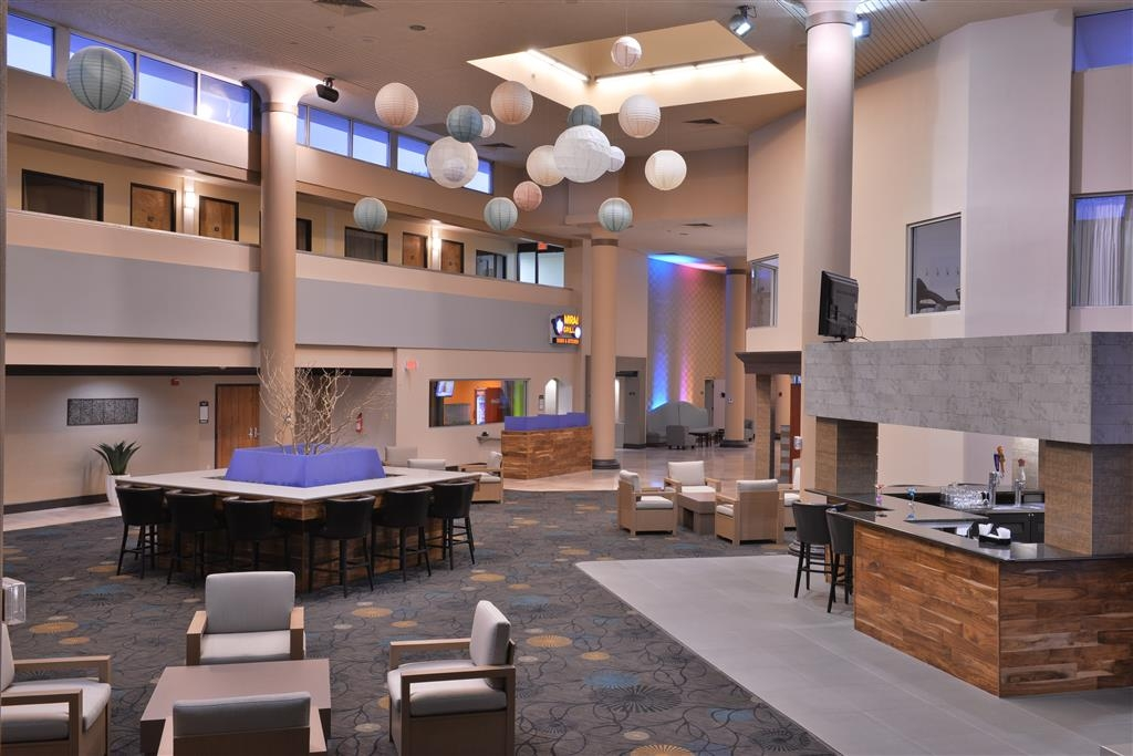 Best Western Plus El Paso Airport Hotel & Conference Center - Come and enjoy the hotel lobby offering a place to socialize with other guests or members of your party.