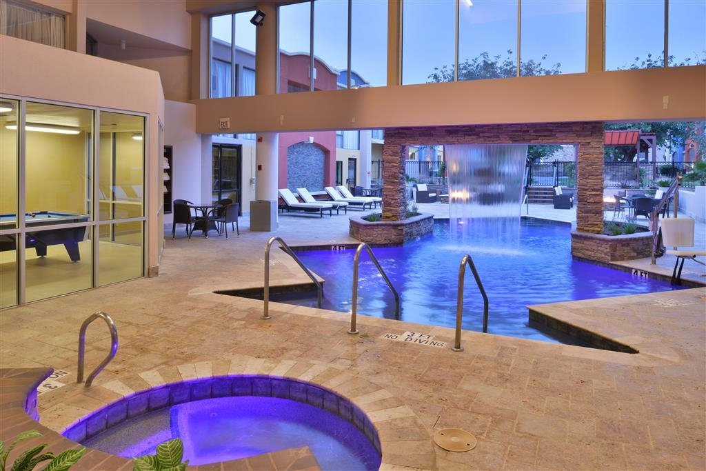 Best Western Plus El Paso Airport Hotel & Conference Center - Chilly outside? Enjoy the relaxing atmosphere in our heated indoor pool and hot tub.