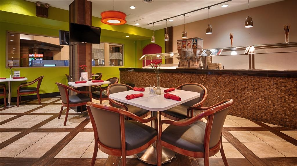 Best Western Plus El Paso Airport Hotel & Conference Center - Breakfast Area