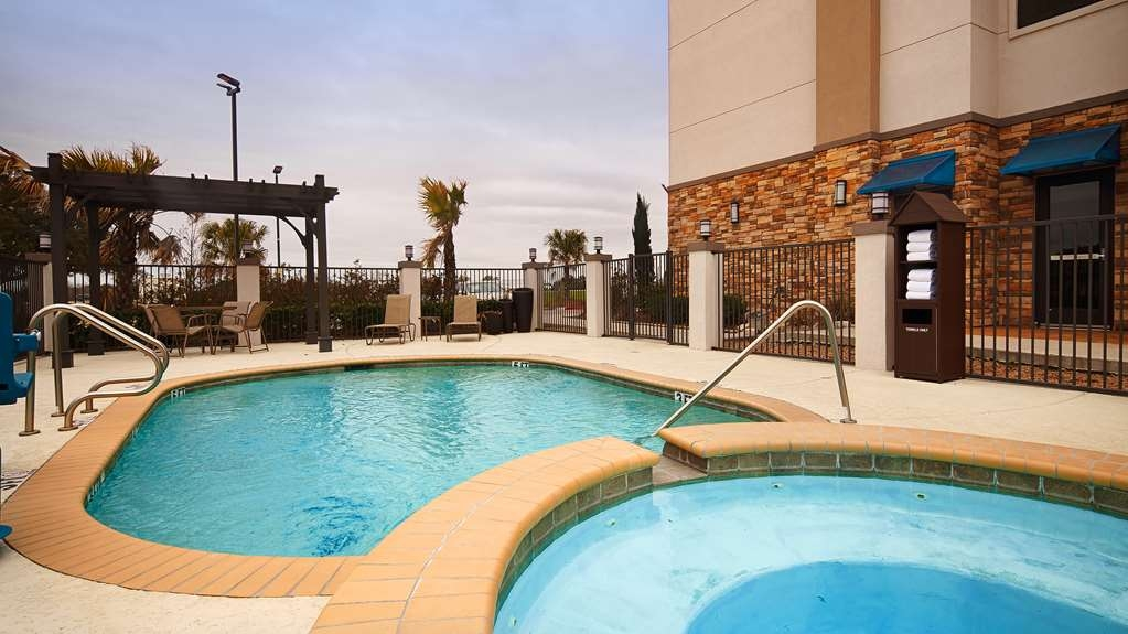 Best Western Plus Flatonia Inn - Outdoor Pool and Hot tub