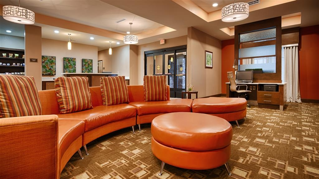 Best Western Plus Flatonia Inn - Hotel Lobby