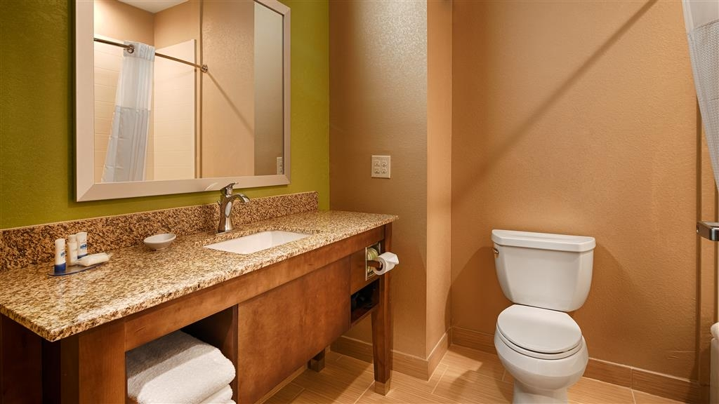 Best Western Plus Flatonia Inn - Guest Bathroom