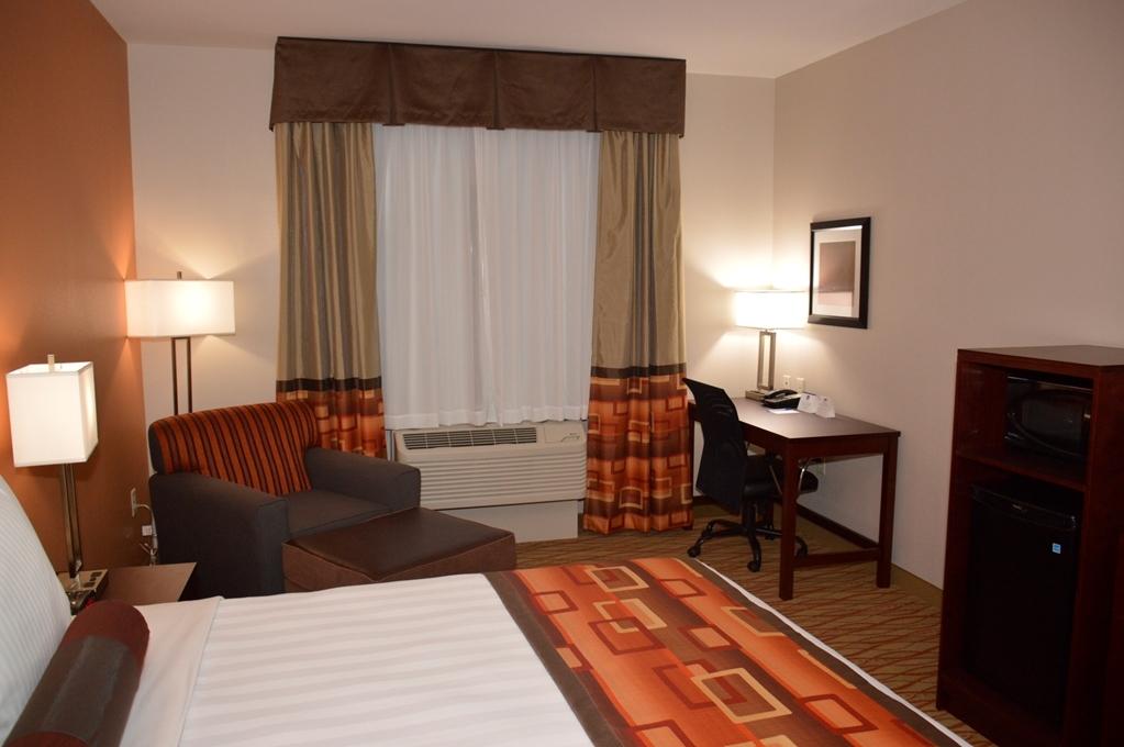 Best Western Plus Spring Inn & Suites - habitación estándar