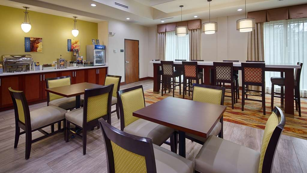 Best Western Plus Spring Inn & Suites - Desayuno Buffet