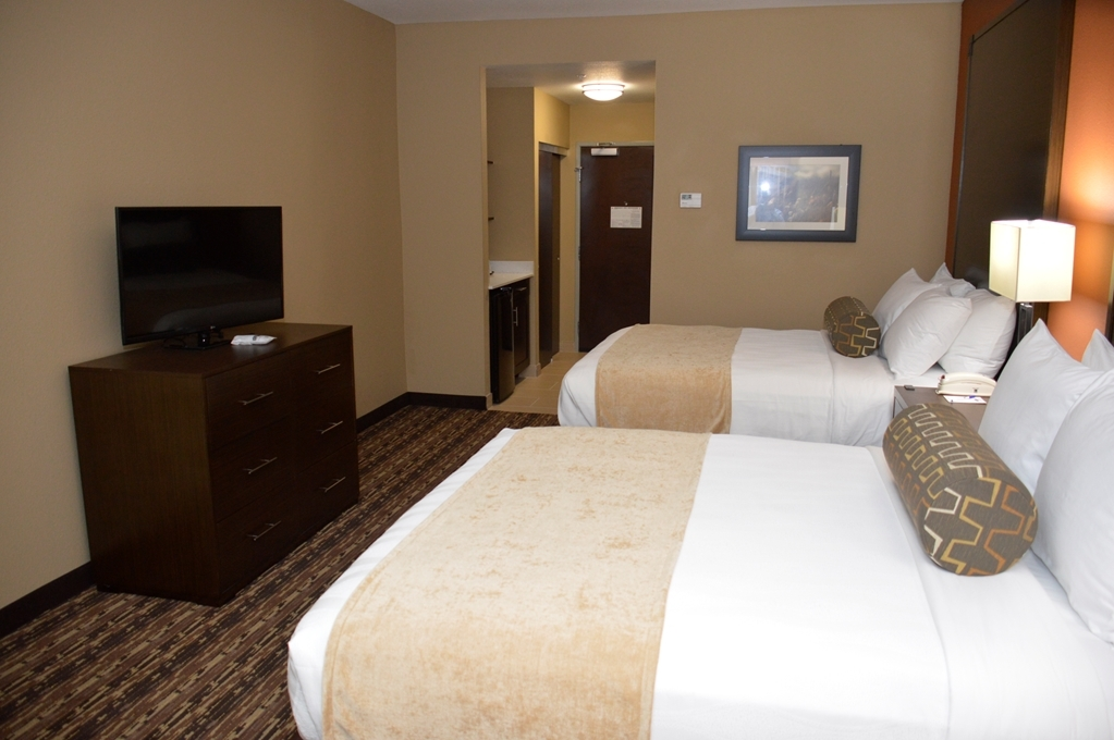 Best Western Plus Elmendorf Hotel - Sink into our comfortable beds each night and wake up feeling completely refreshed.