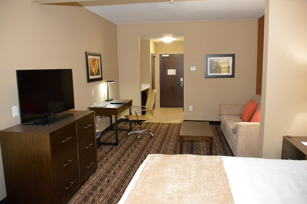 Best Western Plus Elmendorf Hotel - Our king suite was designed with an open concept, ensuring you have enough room without sacrificing comfort.