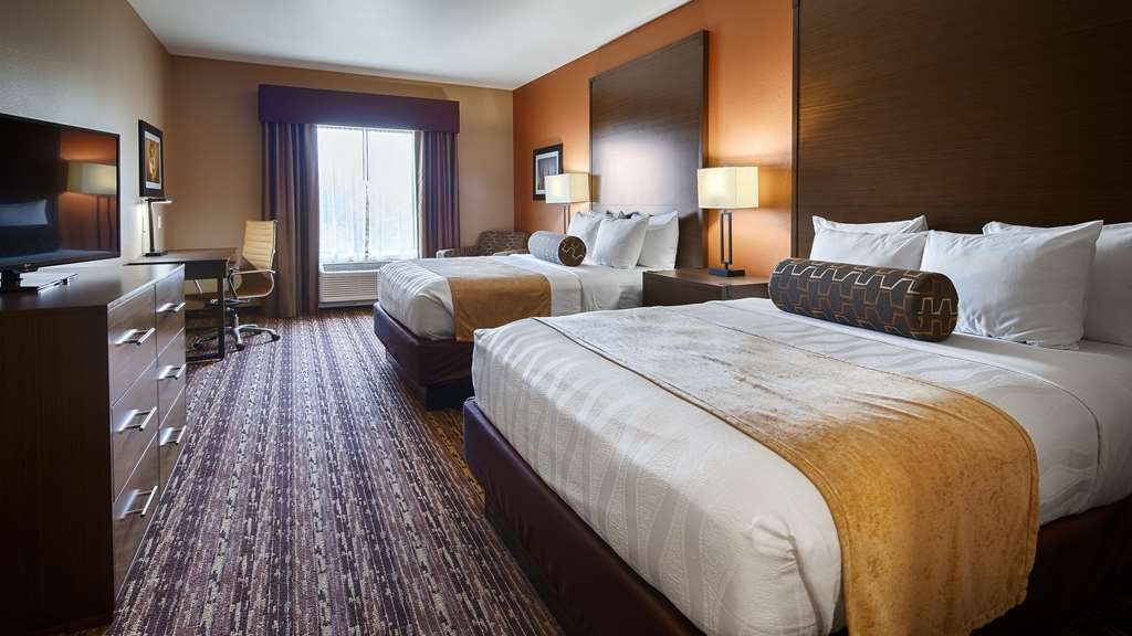 Best Western Plus Elmendorf Hotel - If you're traveling with your family or group of friends, opt for our two queen guest room.