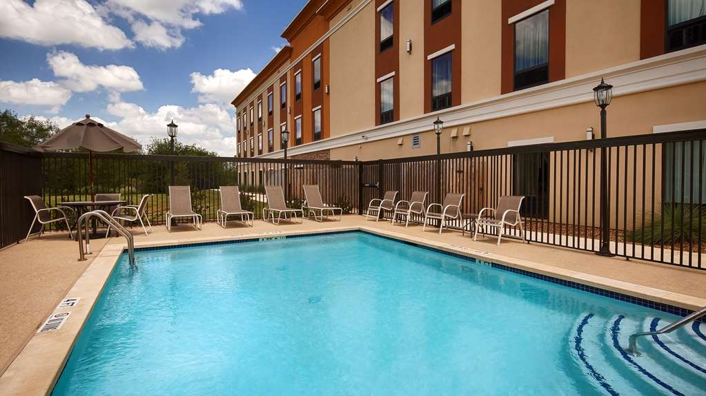 Best Western Plus Elmendorf Hotel - Stay in shape by swimming laps, cool off with a refreshing dip, or just splash around in our outdoor pool.