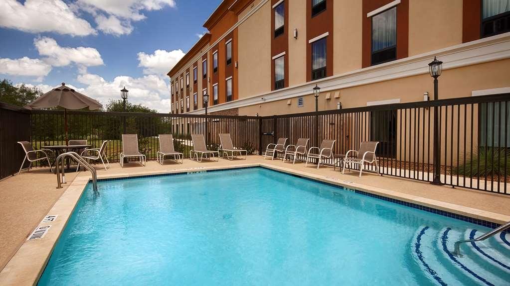 Best Western Plus Elmendorf Hotel - Vista de la piscina