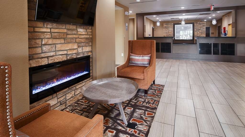 Best Western Plus Elmendorf Hotel - Stay warm by the fireplace or settle into one of the comfortable chairs in our hotel lobby.