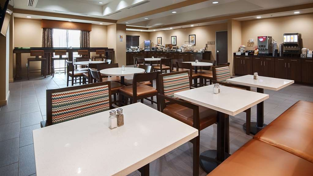 Best Western Plus Elmendorf Hotel - Rise and shine with a complimentary full hot breakfast every morning.