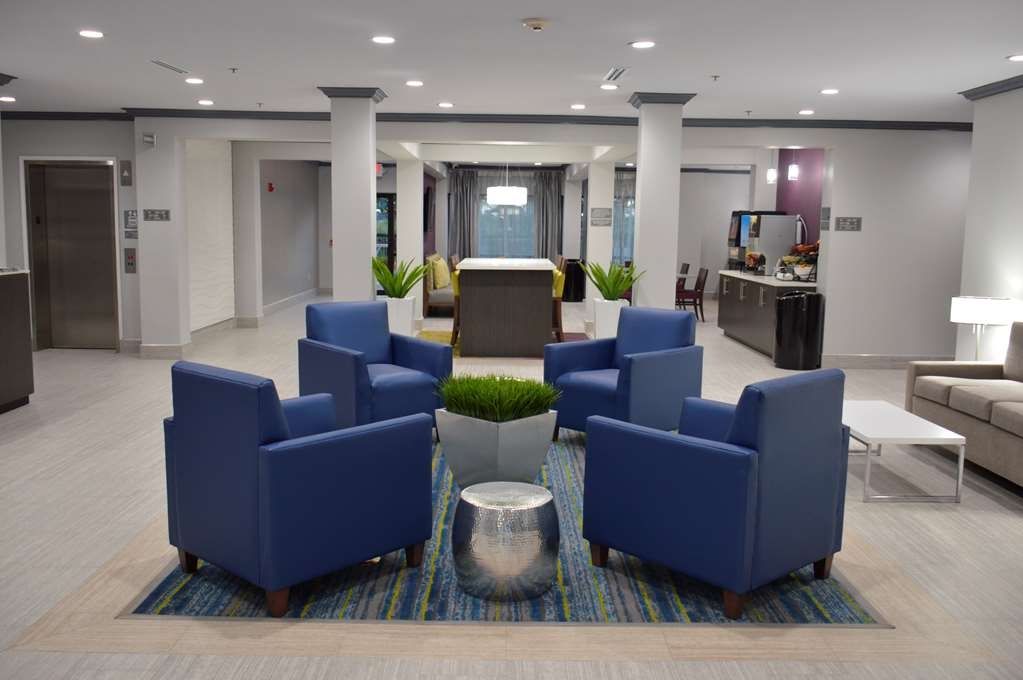 Best Western Town Center Inn - Lobby Seating Area