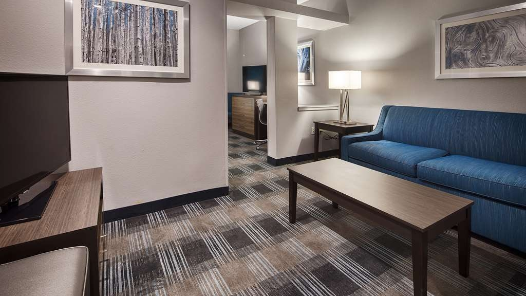 Best Western Town Center Inn - Executive King Guest Suite Sitting Area