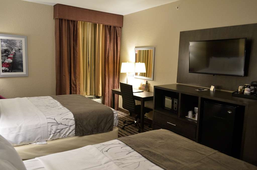 Best Western Boerne Inn & Suites - Indulge yourself in our warm, welcoming and inviting two queen bed guest room.