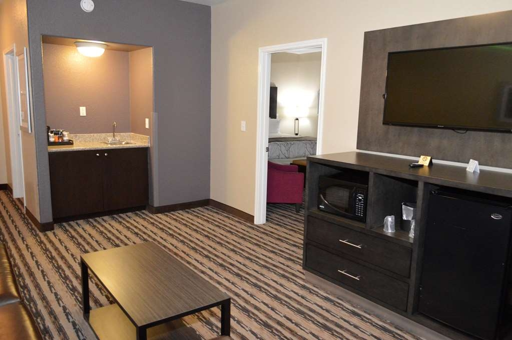 Best Western Boerne Inn & Suites - Two Room King Suite – The comfortable and spacious living room can be helpful for a group travel.