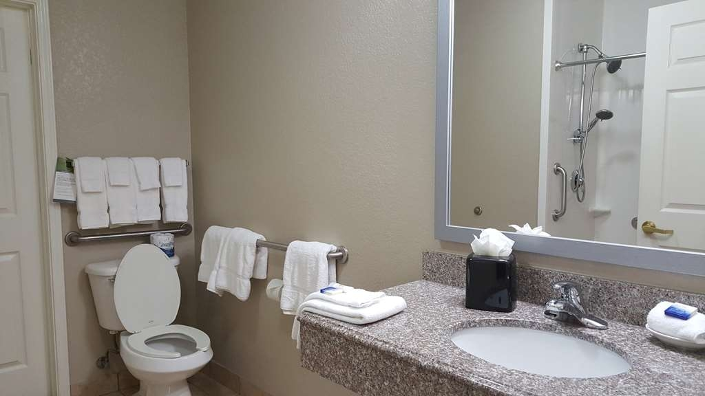 Best Western Boerne Inn & Suites - Enjoy getting ready for the day in our fully equipped guest bathrooms.