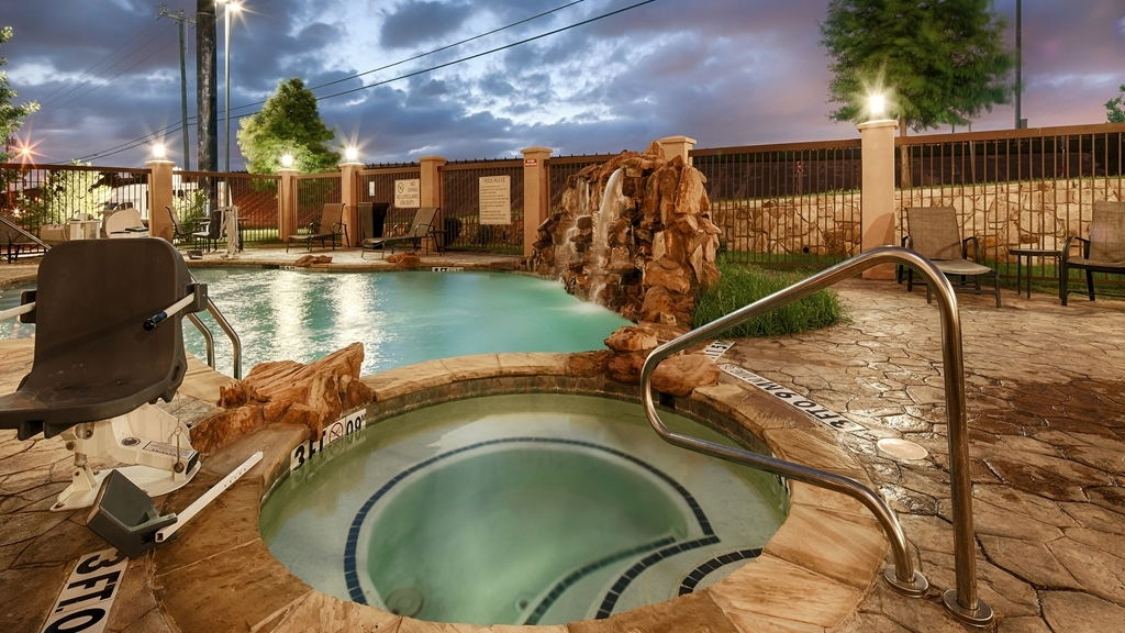 Best Western Plus DFW Airport West Euless - Piscina