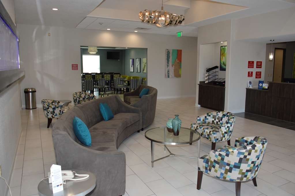 Best Western Plus Pflugerville Inn & Suites - First impressions are the most important, and our chic lobby is no exception to that rule.