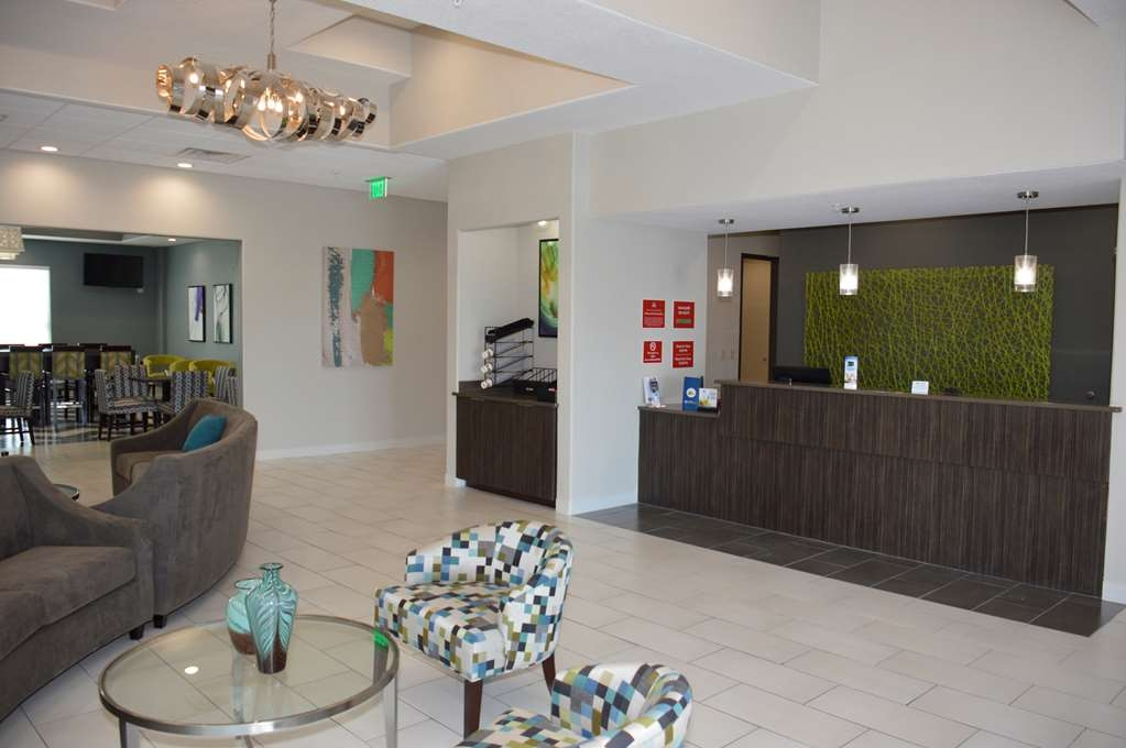 Best Western Plus Pflugerville Inn & Suites - Our front desk is happy to provide all the comforts of home for you during your stay.