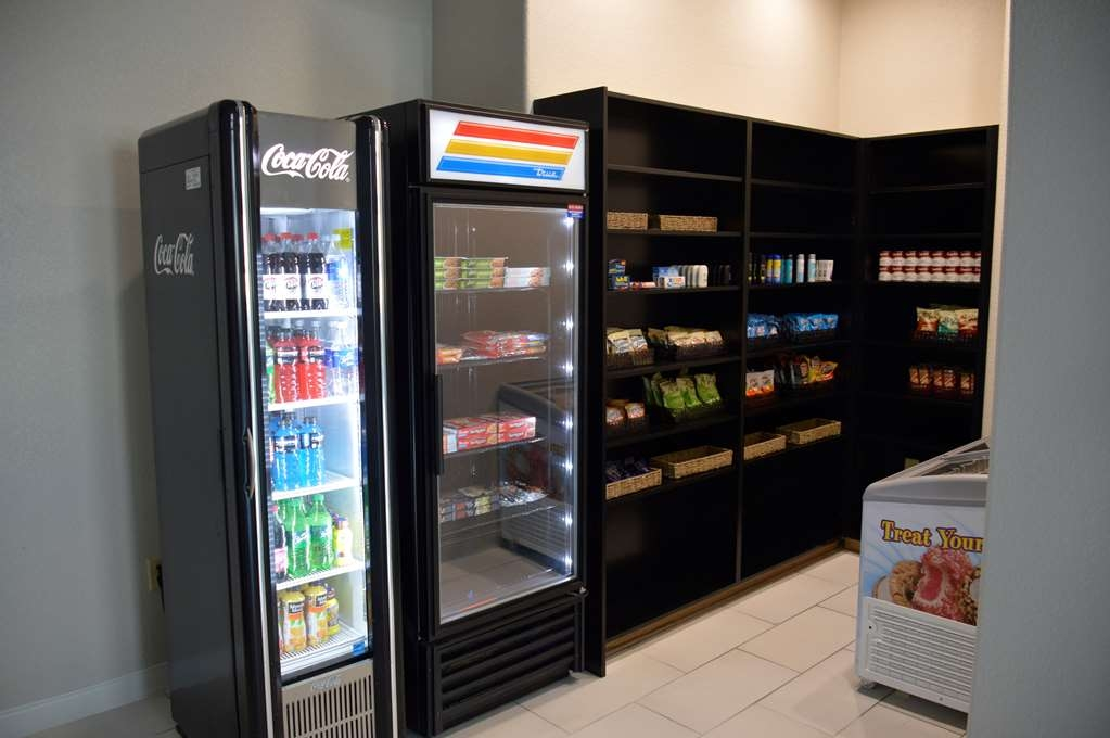 Best Western Plus Pflugerville Inn & Suites - Craving a snack or something to drink? Stop by our sundry shop located in the lobby.