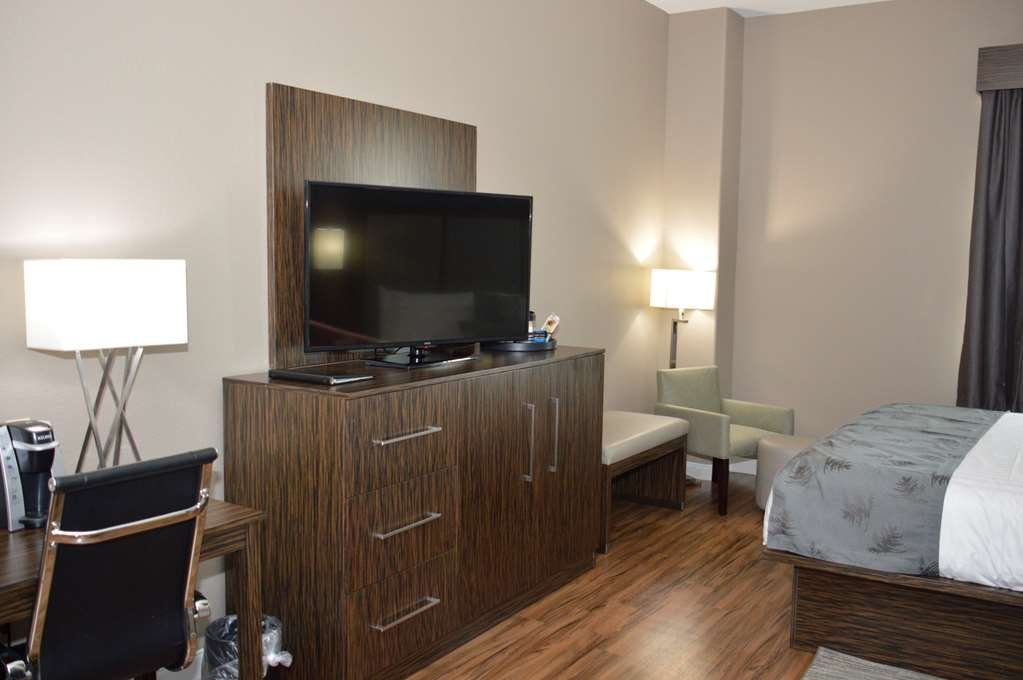Best Western Plus Pflugerville Inn & Suites - If you're looking for a little extra space to stretch out and relax, book one of our King Suites.