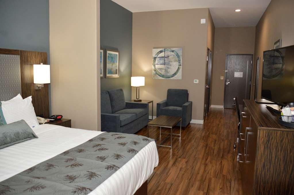 Best Western Plus Pflugerville Inn & Suites - Designed for corporate and leisure traveler alike, make a reservation in this King Suite.