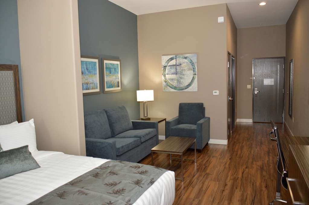 Best Western Plus Pflugerville Inn & Suites - A little extra space goes a long way in our Suites.