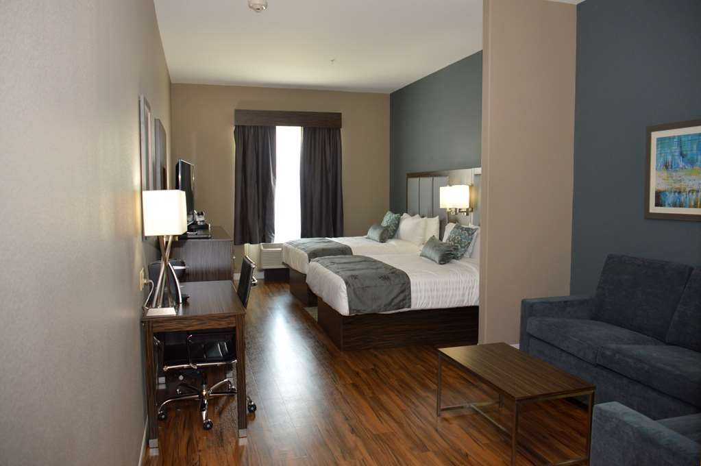 Best Western Plus Pflugerville Inn & Suites - Use the sofabed in our Two Queen Suite for extra sleeping space without the cost of an additional room.