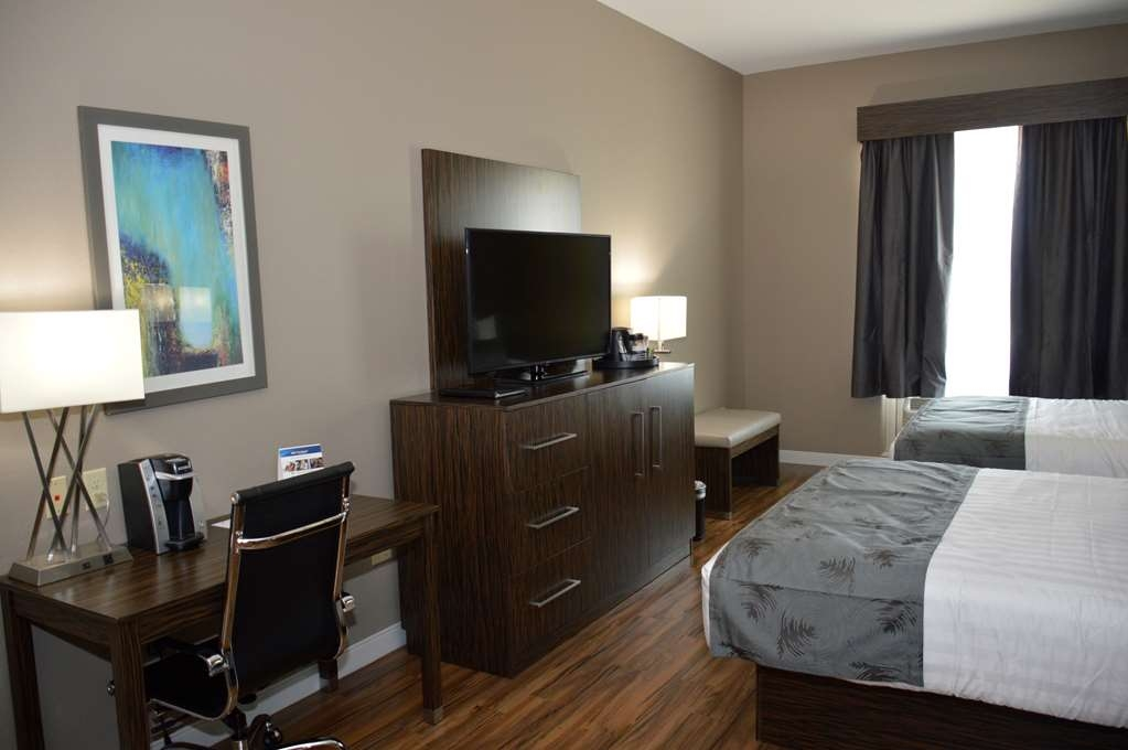 Best Western Plus Pflugerville Inn & Suites - For your next tournament or sports team, choose our 2 Queen Suite for a good night's sleep.