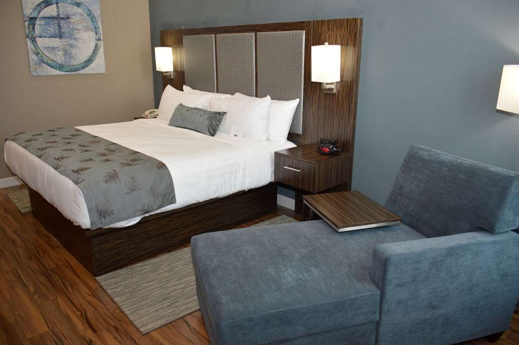 Best Western Plus Pflugerville Inn & Suites - Make yourself at home in our King or 2 Queen guest room.