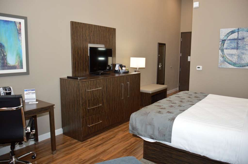 Best Western Plus Pflugerville Inn & Suites - Stretch out and relax in the King Guest Room.